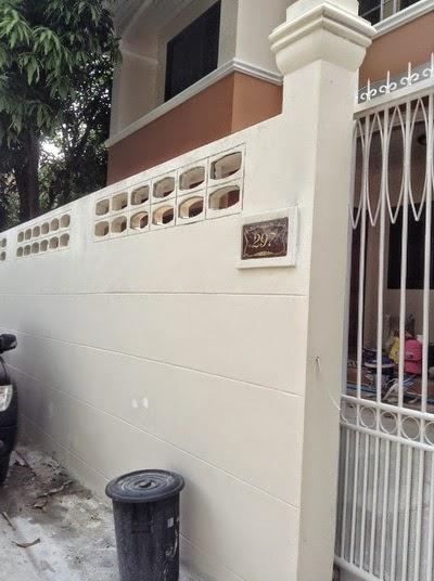 รั้ว กำแพง เหมือนเดิม