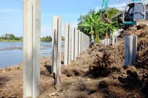 ก่อสร้างเขื่อนกำแพงกันดิน (3)