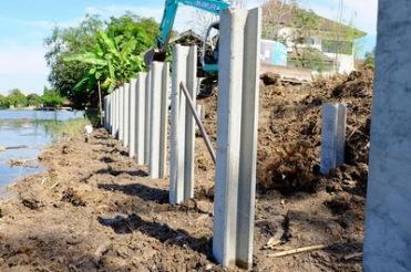 ก่อสร้างเขื่อนกำแพงกันดิน (4)