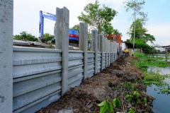 ก่อสร้างเขื่อนกำแพงกันดินริมคลอง (6)