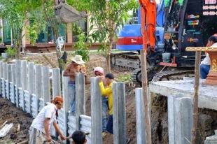 ก่อสร้างเขื่อนกำแพงกันดินริมคลอง (7)