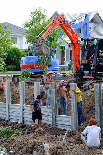 ก่อสร้างเขื่อนกำแพงกันดินริมคลอง (10)